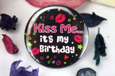 Kiss Me - Its My Birthday Badge