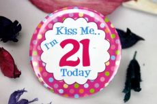 21st Birthday Party Badge - Kiss Me